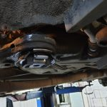 Сливать и откачивать моторное масло нужно